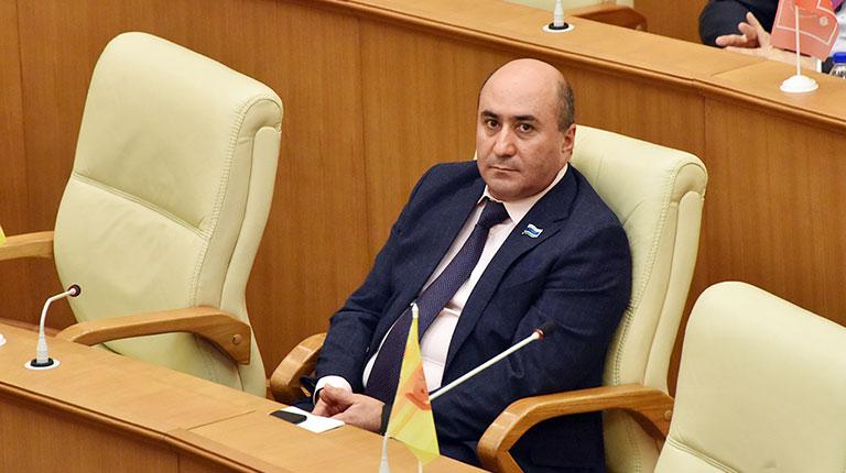 Суд отложил второй иск к свердловскому Заксобранию по декларации Карапетяна