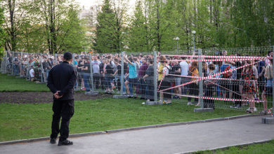 В Екатеринбурге проходят обыски у участников протестов в защиту сквера