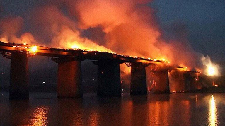 Мосты сожжены: на дороге из Мадмаса на Шиес сожгли мосты