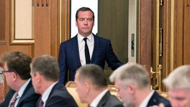 Дмитрий Медведев объявил об уходе правительства в отставку