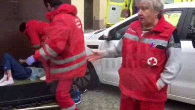 В Сочи врачи из больницы №4 вывезли на каталке больного, перевезли через дорогу и выкинул у гаражей