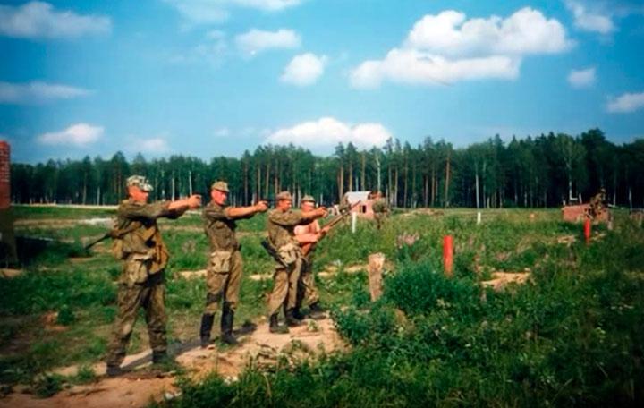 Занятия в военно-патриотическом клубе «Морской пехотинец»