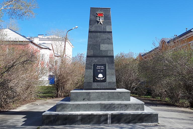 Обелиск Герою Советского Союза Хасану Заманову после реставрации 2019 года