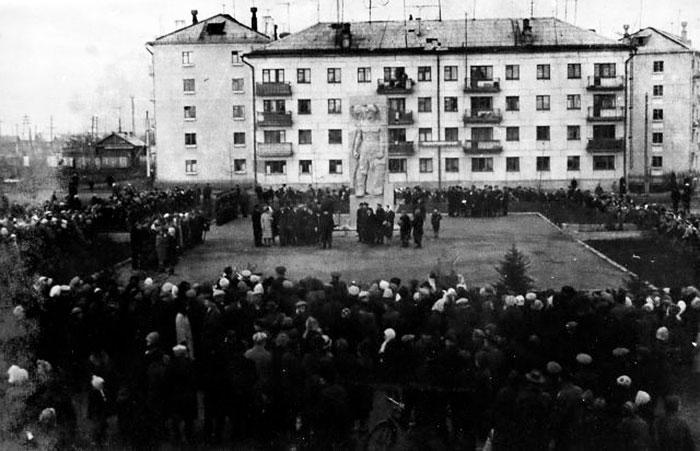 Монумент «Борцам революции» Североуральск