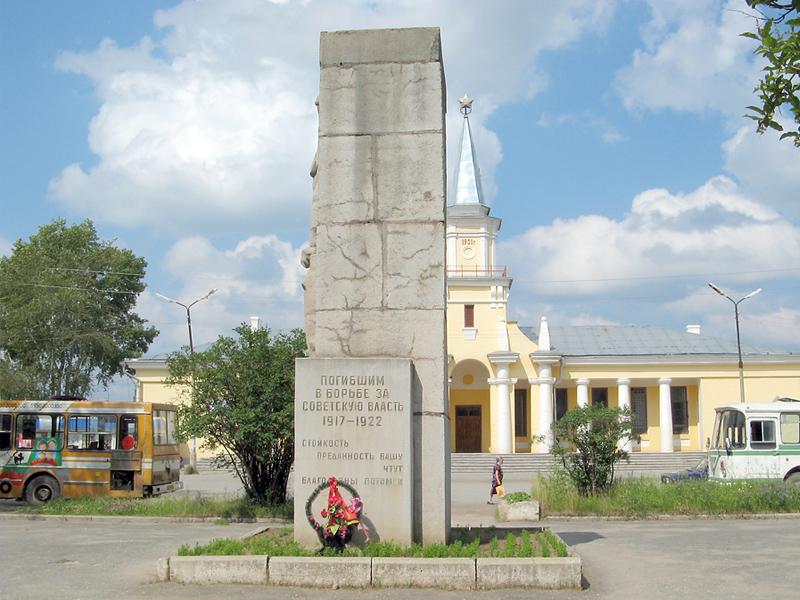 Монумент (барельеф) «Борцам революции» г. Североуральск