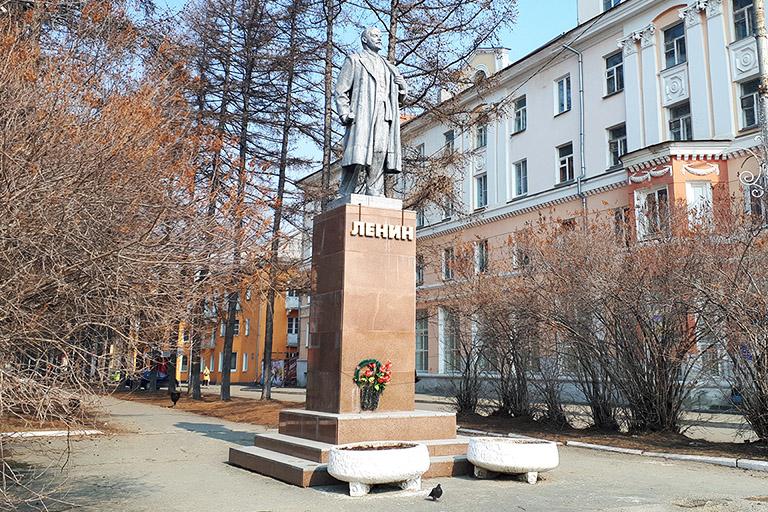 Памятник Владимиру Ильичу Ленину в Североуральске