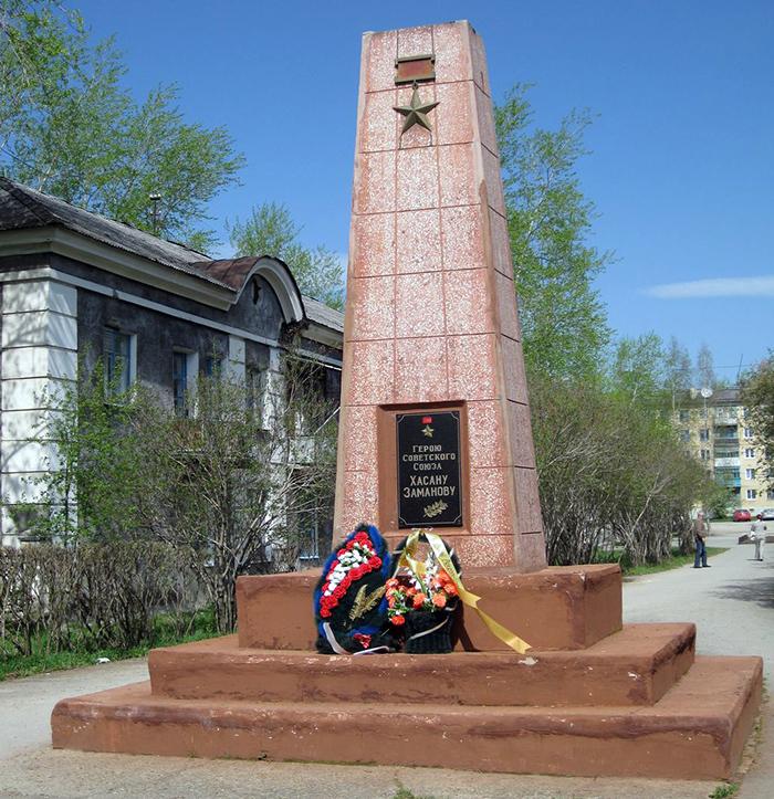 Обелиск Герою Советского Союза Хасану Заманову до реставрации 2010 года