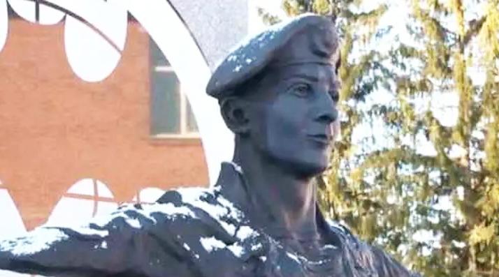 Памятник Герою России Шектаеву Дмитрию Александровичу