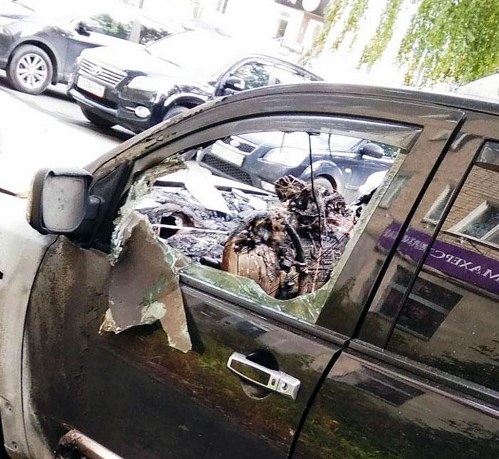 В Екатеринбурге неизвестные сожгли машину гендиректора телеканала «Крик-ТВ»