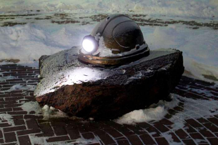 Памятник шахтерам, погибшим на рудниках СУБРа Североуральск