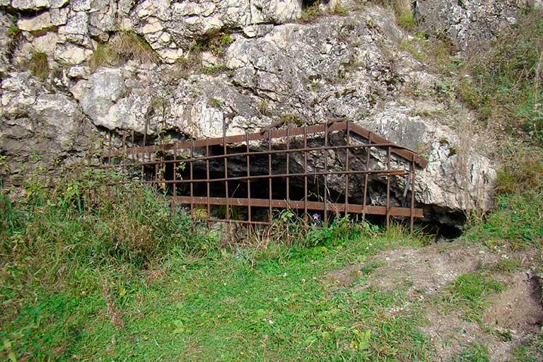Петропавловская карстовая пещера Североуральск