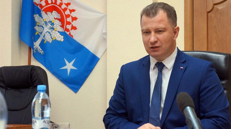 Мэр российского города обязал чиновниц носить волосы до плеч